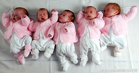 澳洲27歲孕婦剖宮產五胞胎,看到胎兒的性別,產科醫生都笑了!