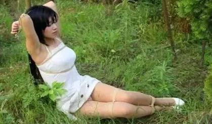 漂 亮富 婆 脫 下 衣 服 後 竟 然 發生「這 種 事 情」…..男 人 要 看,女 人 要 懂!
