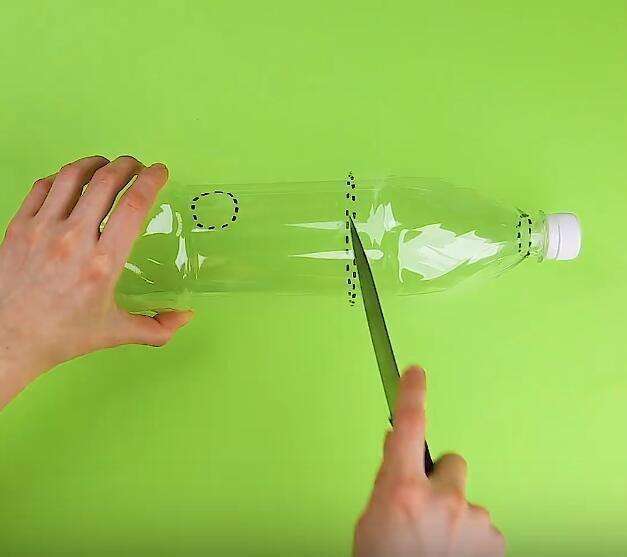 婆婆用塑料瓶製作淨水器,髒水進去直接能喝,一年水費省上千塊! (2/12)