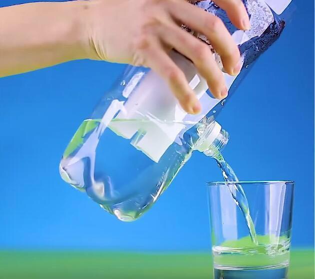 婆婆用塑料瓶製作淨水器,髒水進去直接能喝,一年水費省上千塊! (5/12)