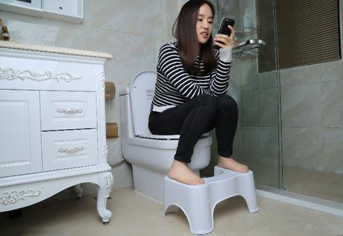 越來越多人衛生間不裝馬桶了,如今流行這樣裝修,真的太聰明了!