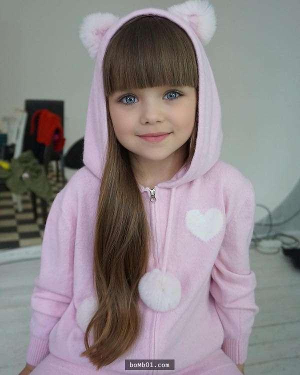6歲精靈係小女模因為「夢幻藍色大眼」被封世界最美小孩,她的超正媽媽就是未來長大後的她!
