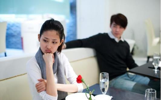 21歲女大學生持續發熱,醫生查出「病因」後嚇得腿軟,她怒駡男友混蛋!