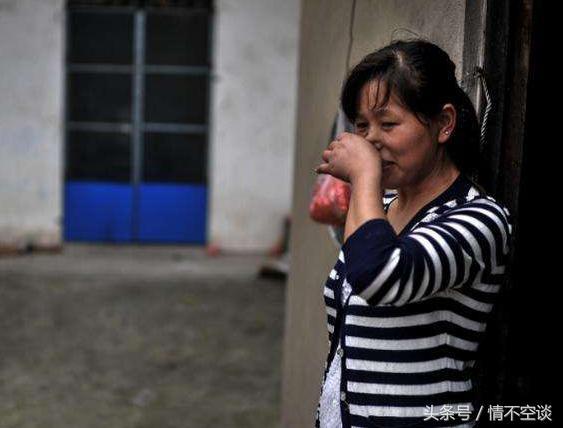 母親打罵女兒,遺產留給小兒子,臨終前看著女兒以手指心而亡