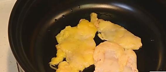 家常大菜|大廚教你不放一滴水做蔥油焗雞,香到鄰居都流口水!