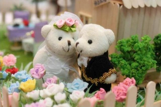男孩追了她三年,她愛答不理,突然男孩要結婚,看到新娘後,她卻哭了