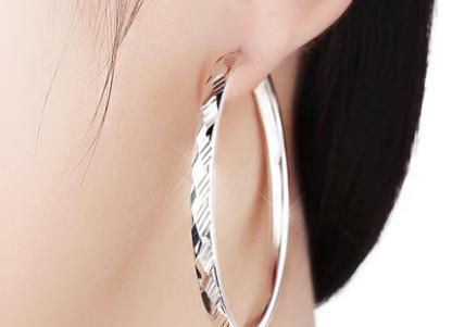 超準情感測試:4對耳環選1個,測出你配得上哪個層次的男人
