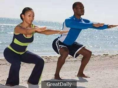 超強! 每天5分鐘「這樣蹲」等於步行1小時,1週後血液循環年輕10歲! 還能訓練到身上最重要的肌肉!
