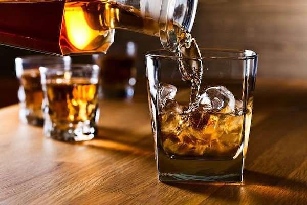 新研究證實「你過去完全錯喝威士忌」了 不是越濃越好…所以品酒專家都這樣喝