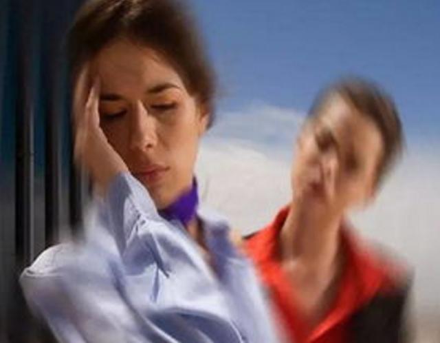 女子多年眩暈頑疾是耳朵裡「石頭」作怪!妙手「扒拉」幾下好了?