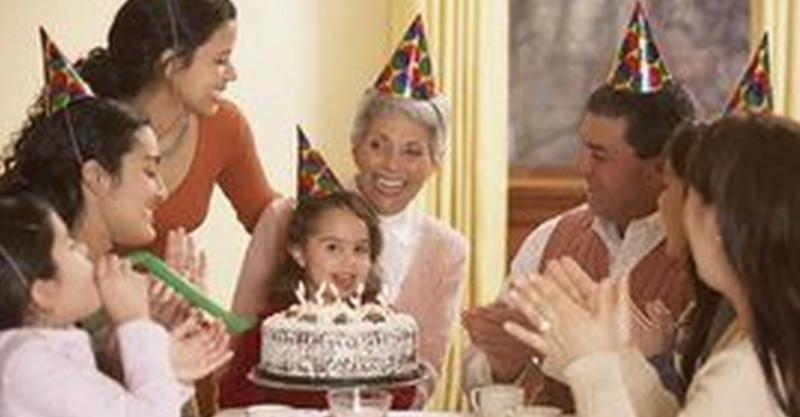 孫女的生日婆婆逮了2隻母雞、挑選了一些青菜參加孫女生日宴,兒媳對她「冷嘲熱諷」,孫女「一句話」讓母親羞得無地自容!