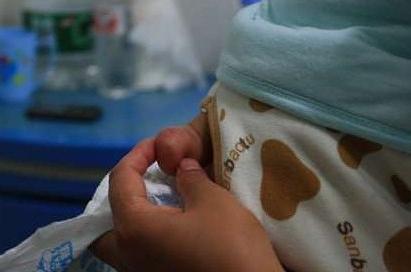 剛出生的寶寶竟然長有小尾巴,檢查後醫生怒斥家人無知