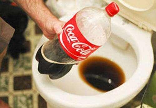 馬桶用一段時間就泛黃髮臭,教你一招,永遠不用再刷馬桶了