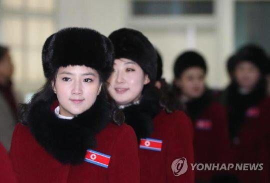 睽違12年!北韓「美女啦啦隊」抵韓,團員個個高挑超吸睛,加油團超詭異!動作表情全一致…讓全場看傻眼
