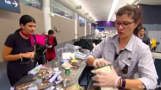 臉發燙:中國大媽過澳洲海關被攔,行李箱一開成了所有人的噩夢