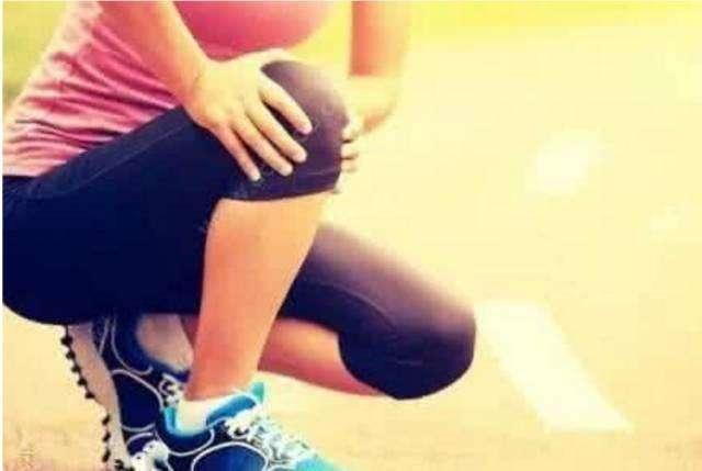 各 種 膝 關 節 疼 痛、骨刺,都 可 以 這 樣 自 治,只 需 半 小 時 就 舒 服 了!