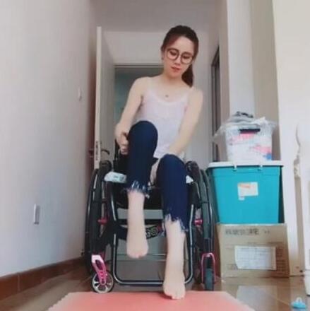 90後美女下肢癱瘓,坐了10年輪椅,如今最大心願就是找男朋友