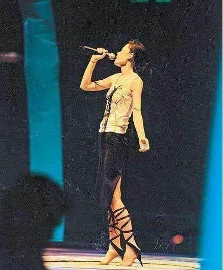 「王菲 高跟鞋」的圖片搜尋結果