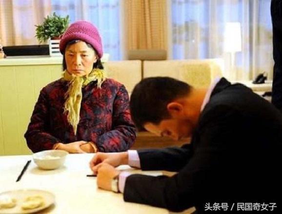 吃完鄉下婆婆做的早餐後,媳婦馬上吐了,結果卻造成了致命的誤會