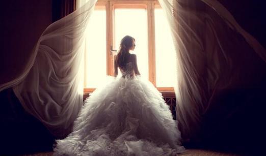 漂亮妻子不孕我把她趕出家門,2年後她抱著倆孩子砸了我的婚禮