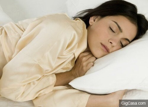注意!你是「往左側睡」還是「往右側睡」? 萬一選錯邊睡,就會「少活10年」...!!
