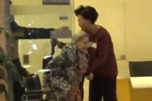 葉倩文推掉百萬酬勞商演,只為親自照顧90歲癱瘓老母親