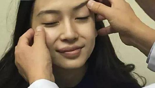 楊冪、孫怡為什麼寧願用雙眼皮貼把眼睛貼到變形?也不願……