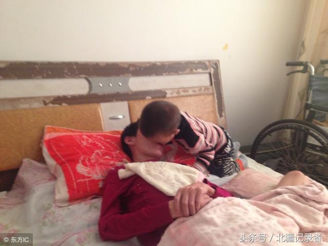感動!深度昏迷媽媽成功產子,兩年後兒子嘴對嘴喂食又救活了母親
