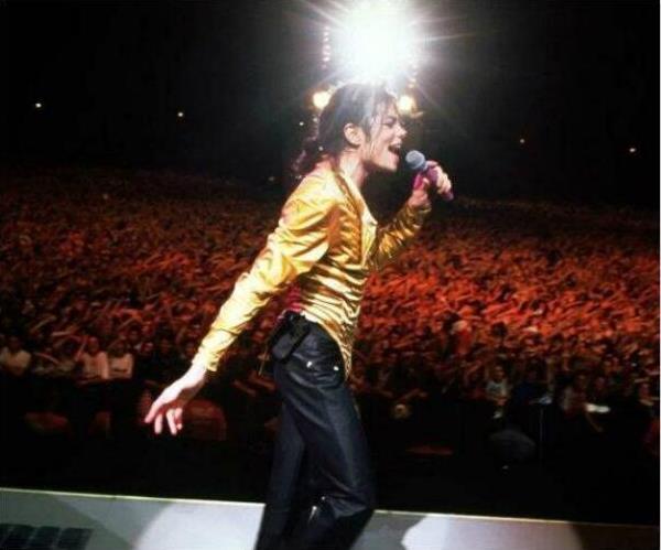 離演唱會只剩下五天,他卻與世長辭,已售百萬張門票僅有500人來退!