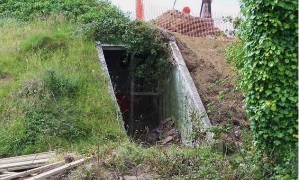 這個女子花費20萬美金買下荒廢73年的地堡,進去後看到裏面的景象讓人驚訝不已!