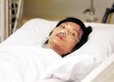 45歲胡女士從不喝酒,卻肝病離世,醫生:2件事做太多,同樣要命
