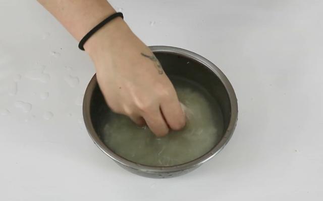 每次煮飯都要留下一碗水,原來有這麼多的好處,既省錢又實用