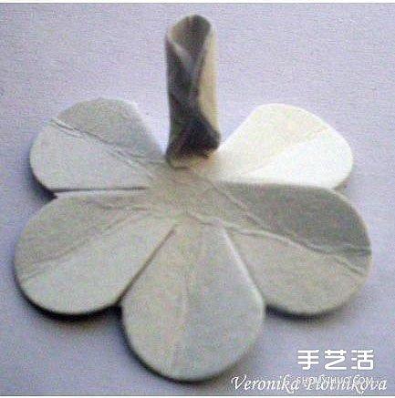 硬紙片摺紙玫瑰花的方法 玫瑰花的折法步驟圖