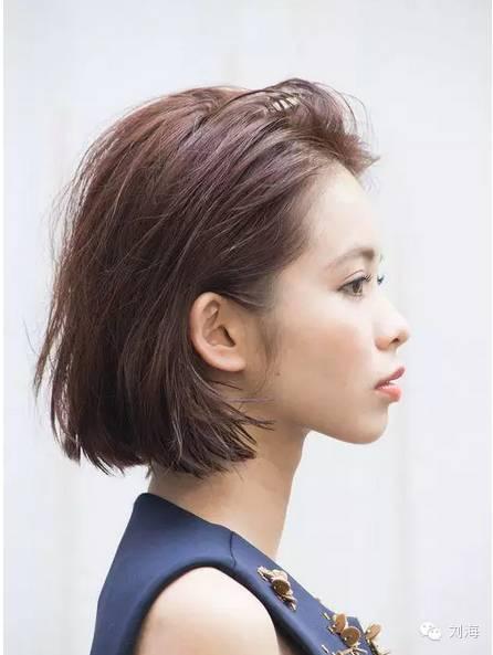 5.短发女孩侧边绑起的刘海造型.