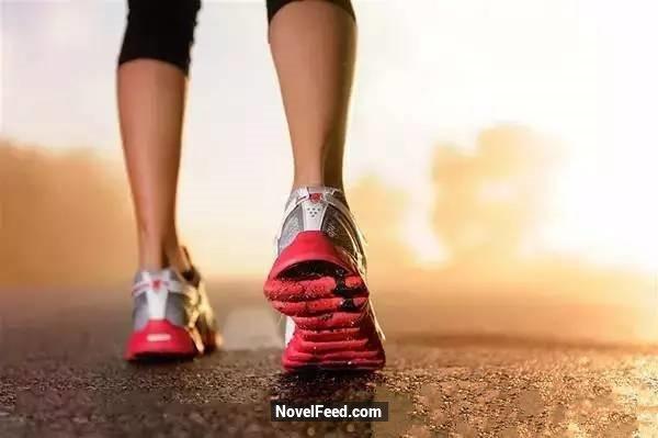 史上最扯「走路減肥法」!他在每天走路時加上「這個動作」,三個月後竟然瘦了「10公斤」!