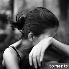 老公妹妹結婚八年都沒懷孕,婆婆強行把她趕回娘家,老公竟再也不碰我!逼問下老公坦承事情的真相,竟讓我瞬間悽慘痛哭!