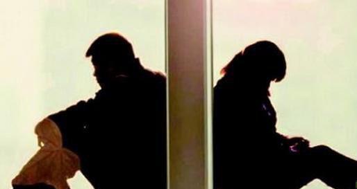 一對夫妻結婚多年「爭吵不斷」,最後終於離婚,他發現「前妻的秘密」後……當場崩潰痛哭!