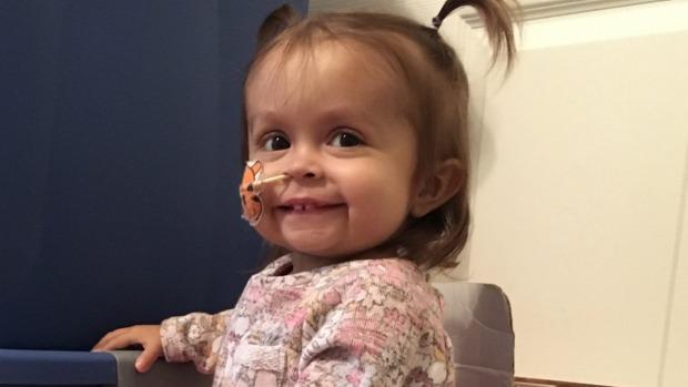 這個1歲的小女嬰得絕症「隨時會死」,沒想到「新來的褓姆」竟瞞著她的父母偷偷…差點被眼淚淹死!