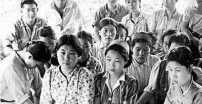 一名士兵「硬拖9個女戰俘」在深山裡長達19年逼迫「生下71個孩子」,沒想到她們過著這樣的生活…