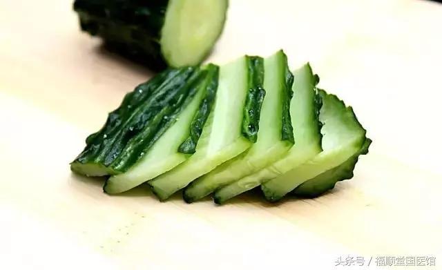 很多人喜歡吃黃瓜,但大部分人不知道吃黃瓜竟然有這麼多好處!