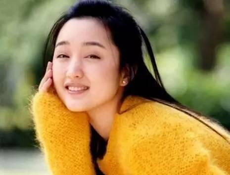 墮胎4次、被黑老大包養、慘遭封殺險些坐牢,如今卻……她的名字讓所有台灣人懷念!
