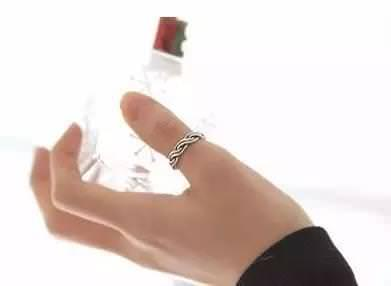注意!這一指戴「戒指」財運打開!戴錯者犯小人、官司纏身!