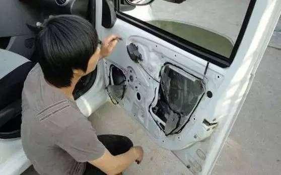 常見車玻璃升降故障,其實不用花1分錢就能修好