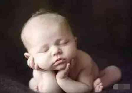 他不顧家人反對,從醫院帶走上萬嬰屍!