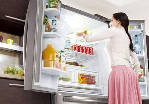 夏天冰箱太耗電,不用立馬關掉?別傻了,只要一杯水,幫你省下一半的電費!