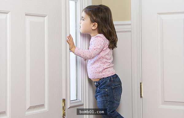 孩子被反鎖在家中令人著急,這名媽媽的妙法值得每一位父母學習