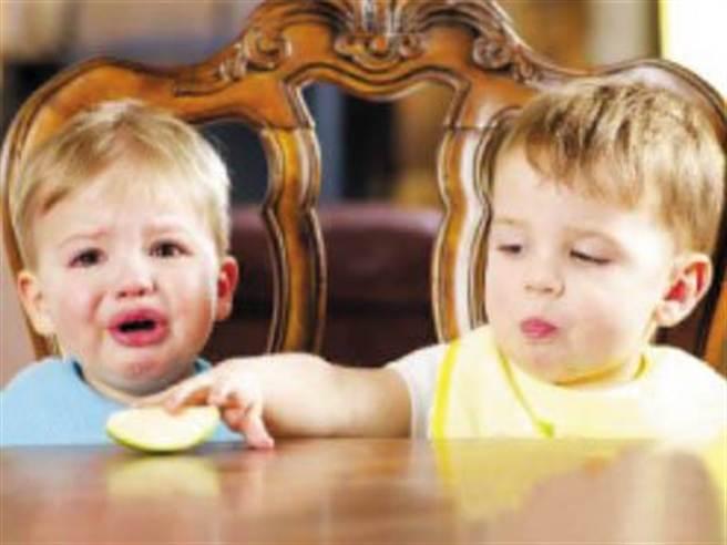 孩子吝於分享可不是一件好事(圖/母嬰網)