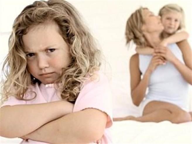 當孩子對外人發脾氣時應當注意(圖/母嬰網)