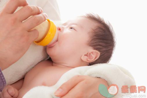 0-4個月寶寶能不能添加輔食