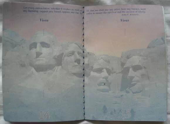 各國護照紫外線下的驚人秘密!台灣,大馬的也好漂亮! 網民驚呼:美呆了!!!